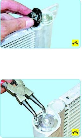 Ослабьте затяжку защитной крышки отверстия